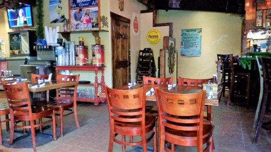 El Azteca: dining room
