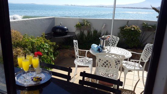 Gordon's Bay, Sydafrika: Seaside Studio courtyard and sea view