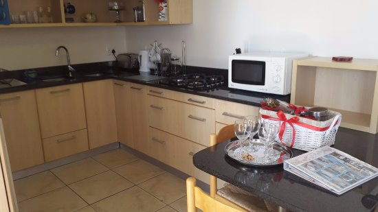 Gordon's Bay, Sydafrika: Seaside  Studio with full kitchen (no oven) with quality finishes