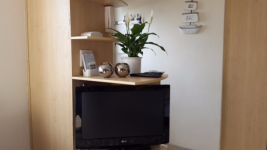 Gordon's Bay, South Africa: Seaside Studio flat screen TV. Uncapped Wifi, DSTV and aircon too