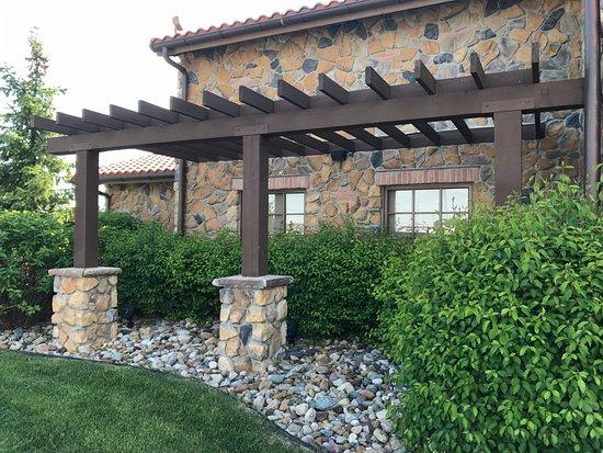 Nice landscaping - Picture of Olive Garden, Ankeny - TripAdvisor