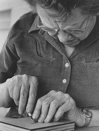 Benzonia, MI : Gwen carving one her blocks.