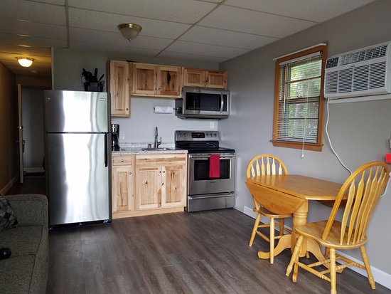 Grand View Motel and Cottages: Deluxe Queen Kitchen