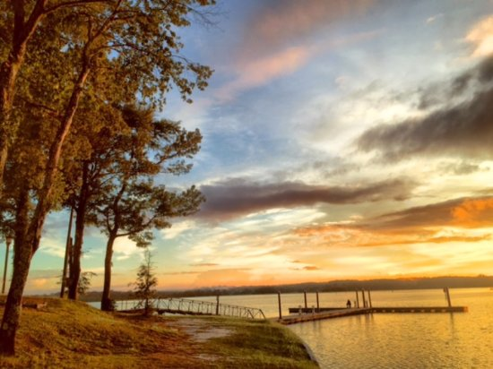 Lakepoint State Park Resort Lodge and Convention Center: Photo from outside of Water's Edge Restaurant