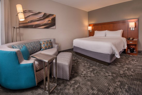 Courtyard Dulles Town Center: King Guestroom