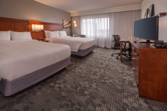 Courtyard Dulles Town Center: Queen/Queen Guestroom