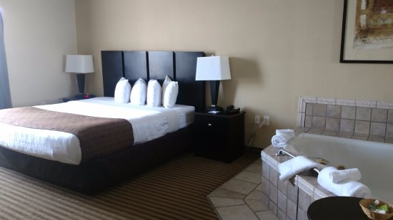 Dunkirk, NY: King size guest room with 2 person jacuzzi tub