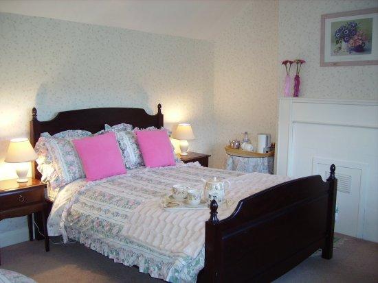 Barkestone, UK: Swallows Rest double en-suite B & B Room with views towards Belvoir Castle