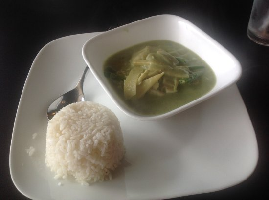Mai Thai Cuisine: Tasty green curry chicken!