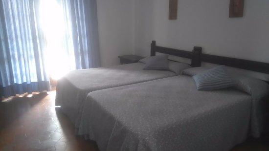 Hotel Las Truchas: Dormitorio con camas normales