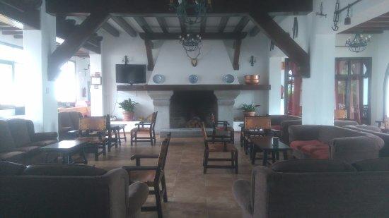 Hotel Las Truchas: Interior de la cafetería