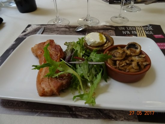 plat lard champignons photo de la table des fou es saumur tripadvisor. Black Bedroom Furniture Sets. Home Design Ideas