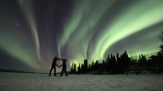 Inn On The Lake : Enjoy the Northern Lights just in front of the lodge