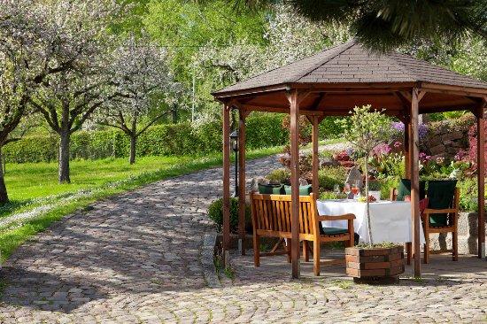 Sitzgelegenheit Garten sitzgelegenheit im garten grillhüte bild romantik hotel