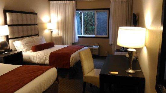 Prestige Hotel Vernon: 房間滿大