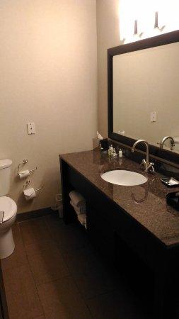 Prestige Hotel Vernon: 浴室也大