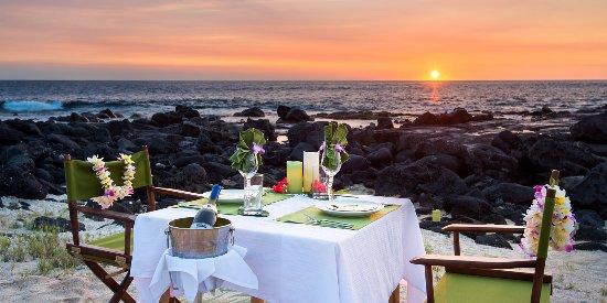 Honu Kai B&B: Sunset & Stars private dinner on the beach.
