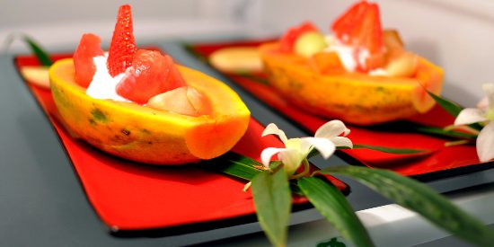 Honu Kai B&B: Property grown fruits served with a generous hot breakfast.