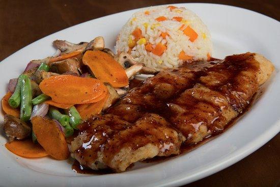 La Taberna de Los Amigos - Sol: Filete de pescado rebosado y salseado con sazón mango hanaero o tamarindo.