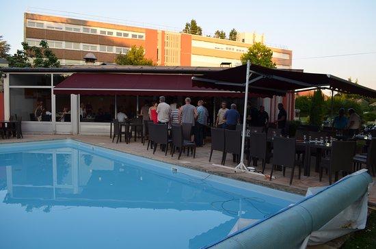 Escatel hotel m con france voir les tarifs 135 avis for Tarif piscine macon