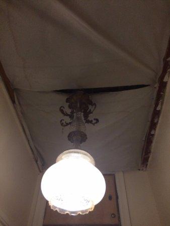 Boka Hotel: Damaged ceiling