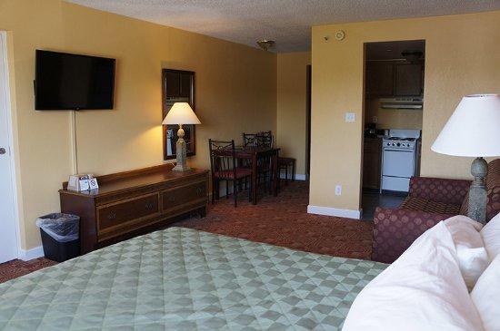 Sundial Inn Motel and Efficiency: Deluxe King Bed Efficiency