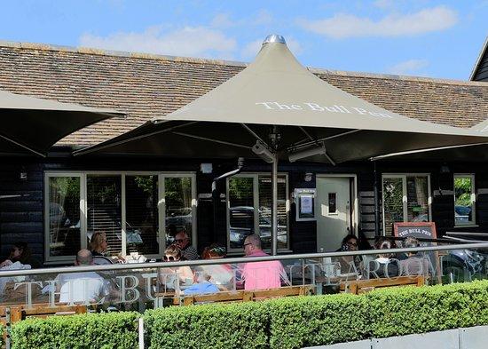 Radlett, UK: The Bull Pen Tearoom and Restaurant at the Battlers Green Farm Shopping Village