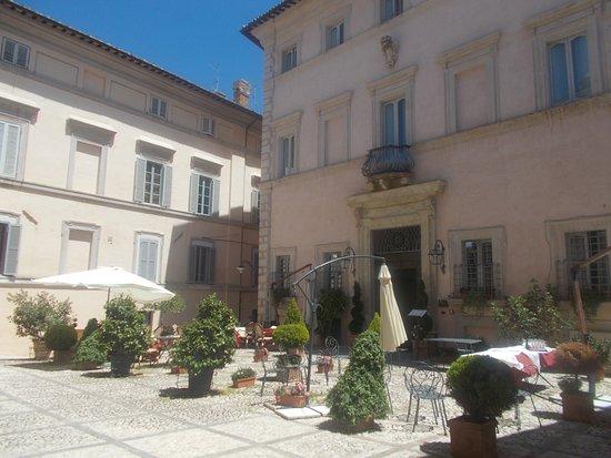 Trevi, إيطاليا: Piazza della Rocca