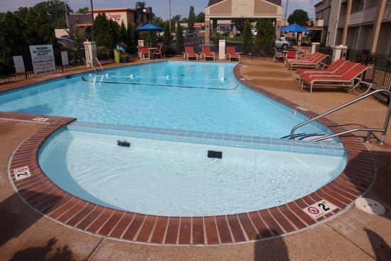 Kirkwood, MO: Toddler Wading Pool