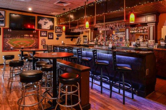 Best Western Kirkwood Inn: Van's Tavern