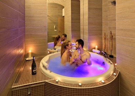 whirlpool wellness bild von absolutum boutique hotel prag tripadvisor. Black Bedroom Furniture Sets. Home Design Ideas