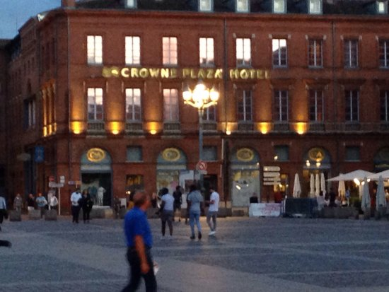Crowne Plaza Toulouse: Facing town square
