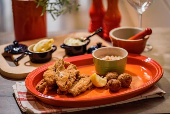 Brentwood, TN: Catfish Friday at The City Cafe