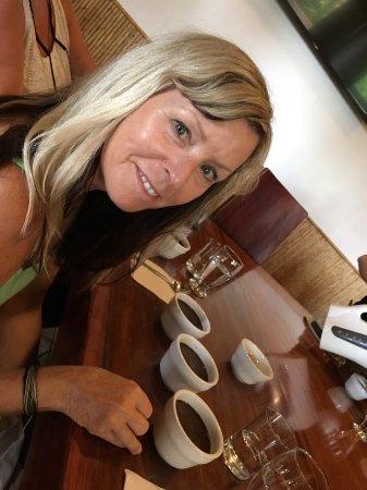 Santa Barbara, كوستاريكا: Coffee Cupping - tasting coffee on the tour