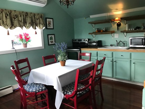 Groton, NY: Cook's Cottage Kitchen