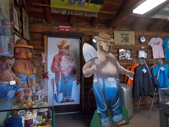 Smokey Bear Museum and Gift Shop: Smokey Bear Museum & Gift Shop, Capitan NM. Hi Smokey.