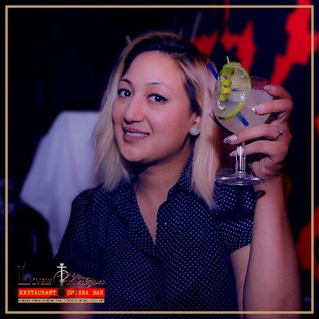 Linda-a-Velha, Portugal: Happy Customer..!!! enjoying Cocktail...!!!