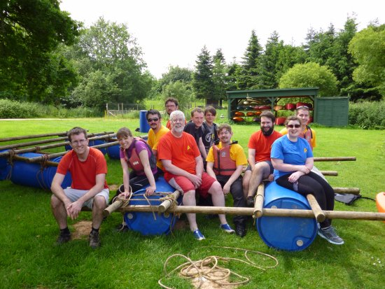 Goathurst, UK: Teams with rafts following their constructions and races around the lake.