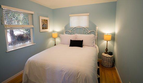Aurora Park Cottages: Aurora House Bedroom 1