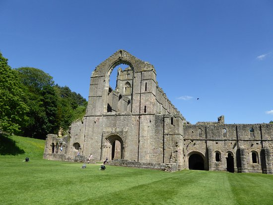Fountains Abbey and Studley Royal Water Garden: Fountains Abbey ruins