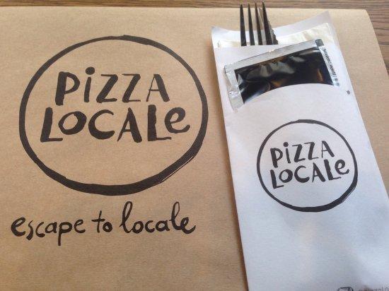 Pizzaover bij pizza locale open keuken concept picture of