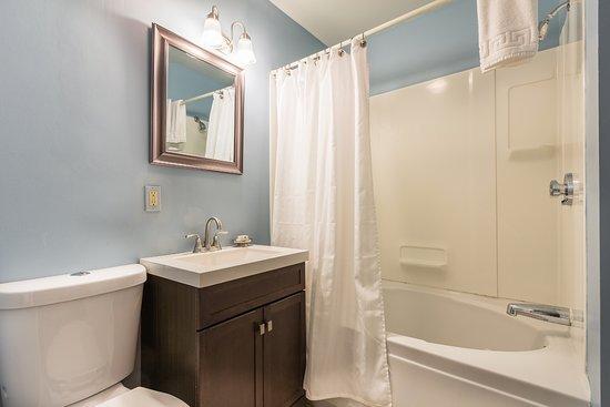 Marblehead Inn : Bathroom: Room 8