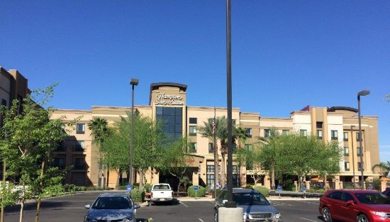 Hampton Inn & Suites Phoenix Glendale - Westgate: Front of the hotel (from the East)