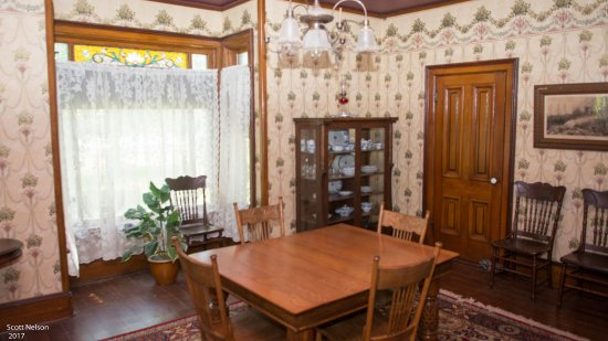 Grand Island, NE: Inside the Victorian home