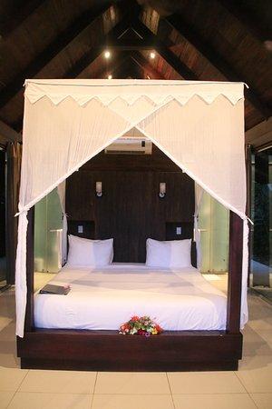 Oxygen Jungle Villas: The bed