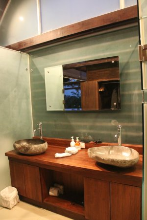 Oxygen Jungle Villas: Bathroom