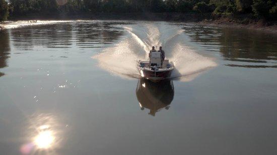 Daly River, Australia: How the pro's do it...