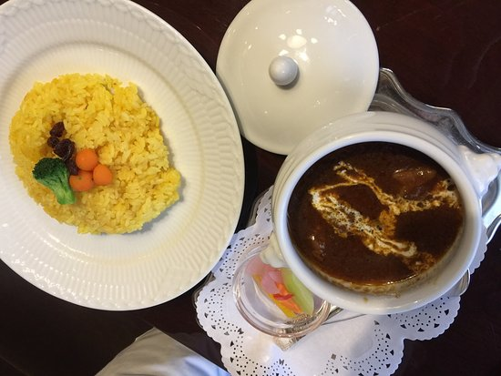 Tsubakiyakohiten: Club sandwich, beef curry with saffron rice
