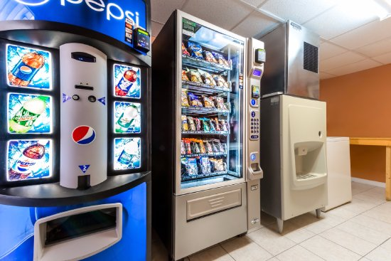 Greensburg, PA: Vending, Ice, and Washing/Drying Machine area for guests