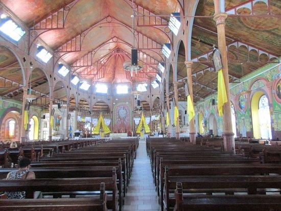 Immaculate Conception Church: L'intérieur de l'église